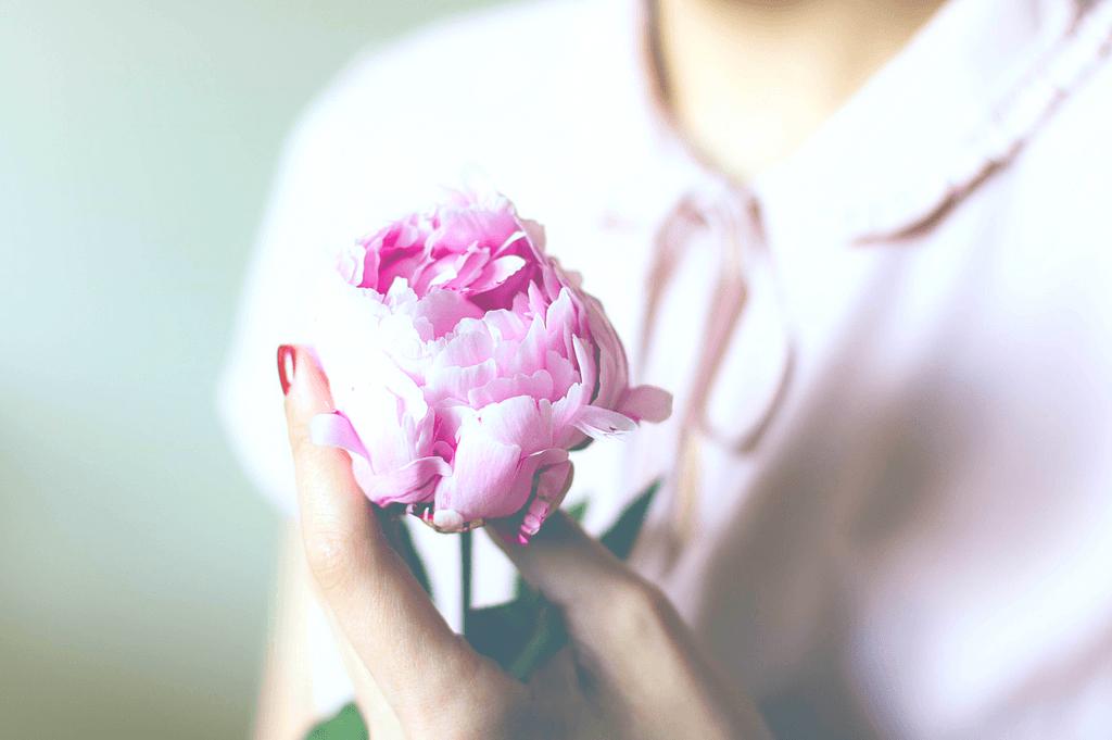 My MRKH Syndrome Story - Flower Photo - Simply Nel Belle Blog